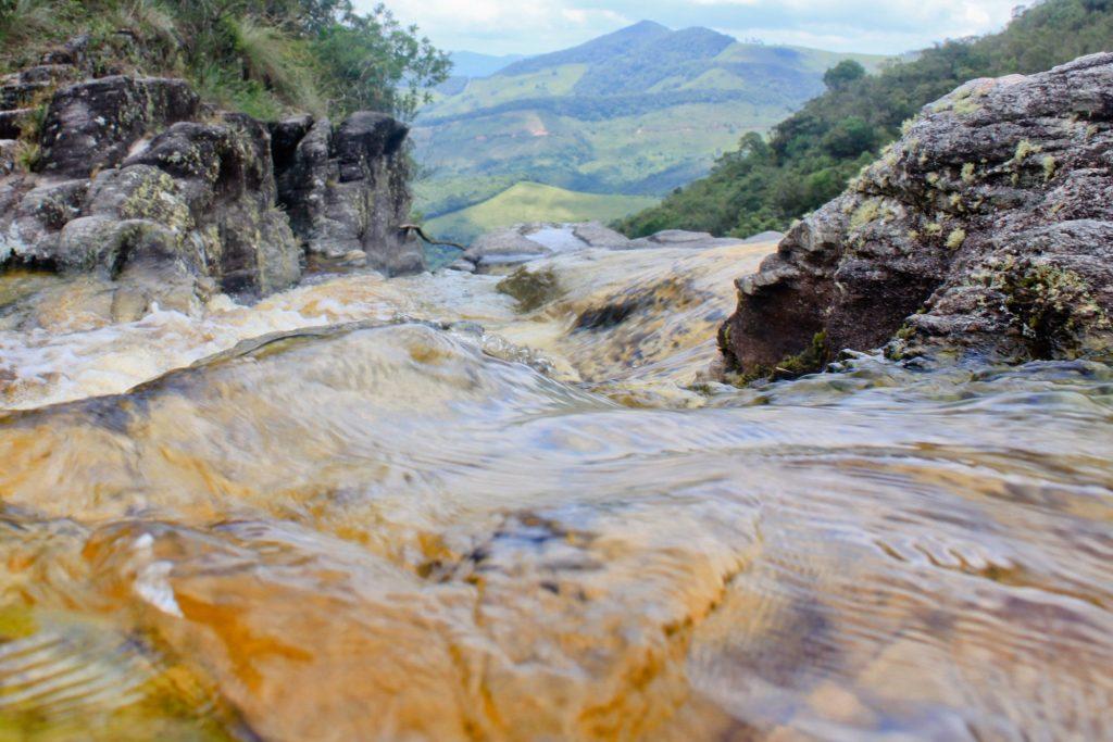 Além das trilhas e cachoeiras, a cidade também é conhecida pelos passeios turísticos em grutas. Elas estão espalhadas em diversos pontos das trilhas de Ibitipoca. Para as visitas, o ideal é levar lanternas e ir acompanhado. O roteiro do Pico do Pião, o segundo mais longo do parque, dura cerca de 11km, ida e volta, e passa pela Gruta do Monjolinho, Gruta do Pião, Gruta dos Viajantes, Pico do Pião e Ruínas da Capela no Pico do Pião.